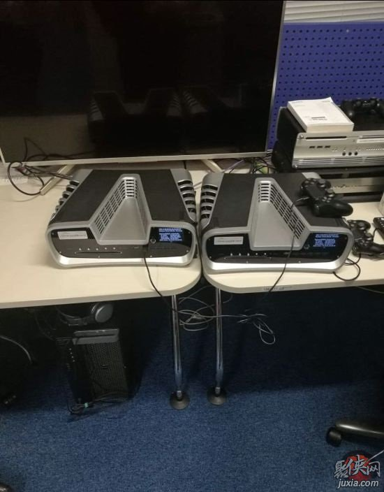 ps5开发机最新真机照片流出!这样的深V造型你喜欢吗?